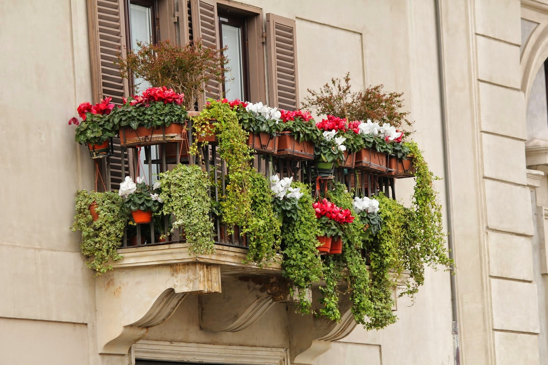Turning Your Apartment Balcony Into An Irresistible Space